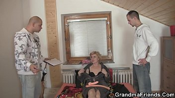 Mom, Delivery, Old lady, Old men, Granny threesome, Mom bang